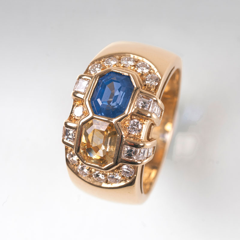 A golden diamond ring with two-coloured sapphires