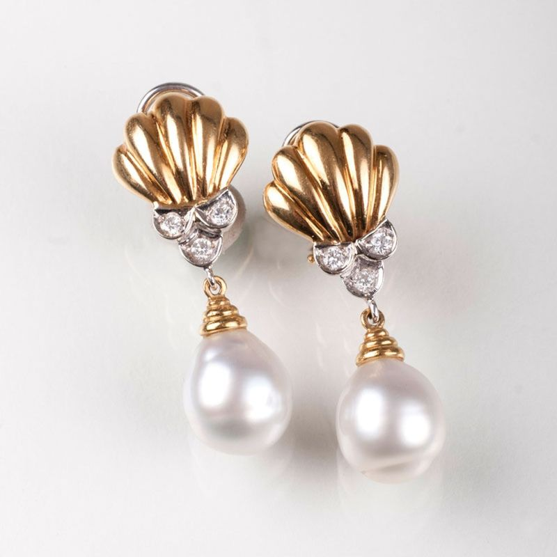 A pair of pearl diamond earclips 'Mikawa'