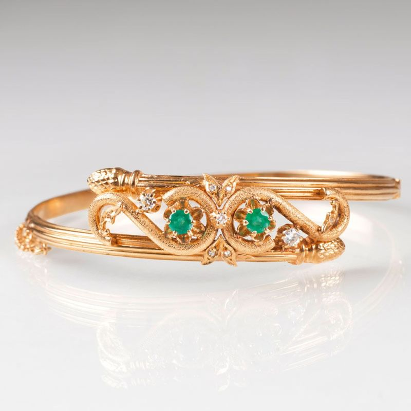 A Vintage bangle bracelet with emeralds