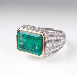 An exceptionall emerald diamond ring