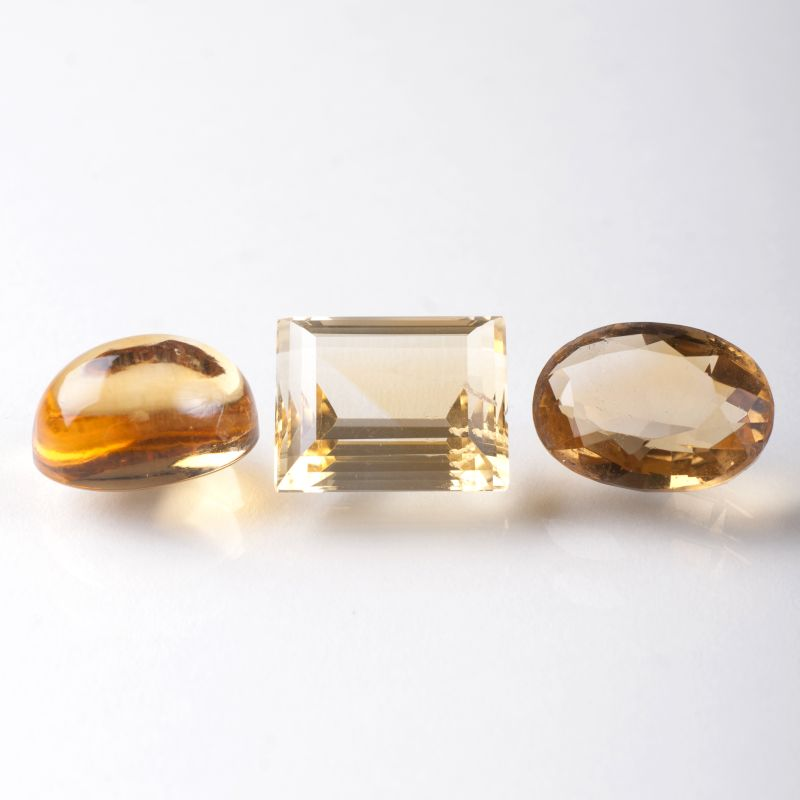 Three loose citrine und one loose smoky quartz