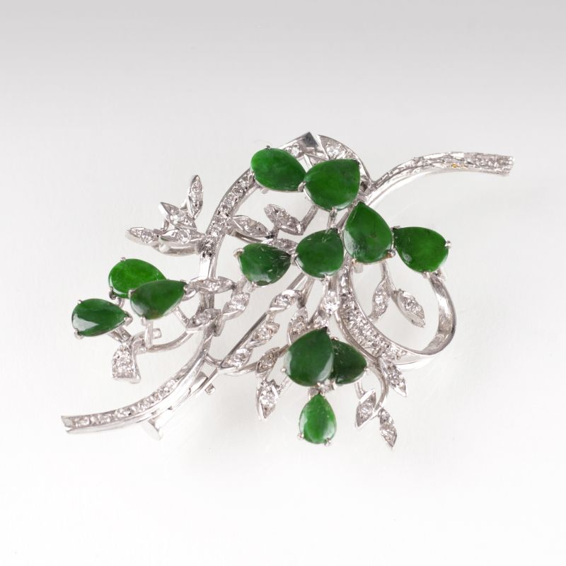 A Vintage brooch with aventurine quartz and diamonds