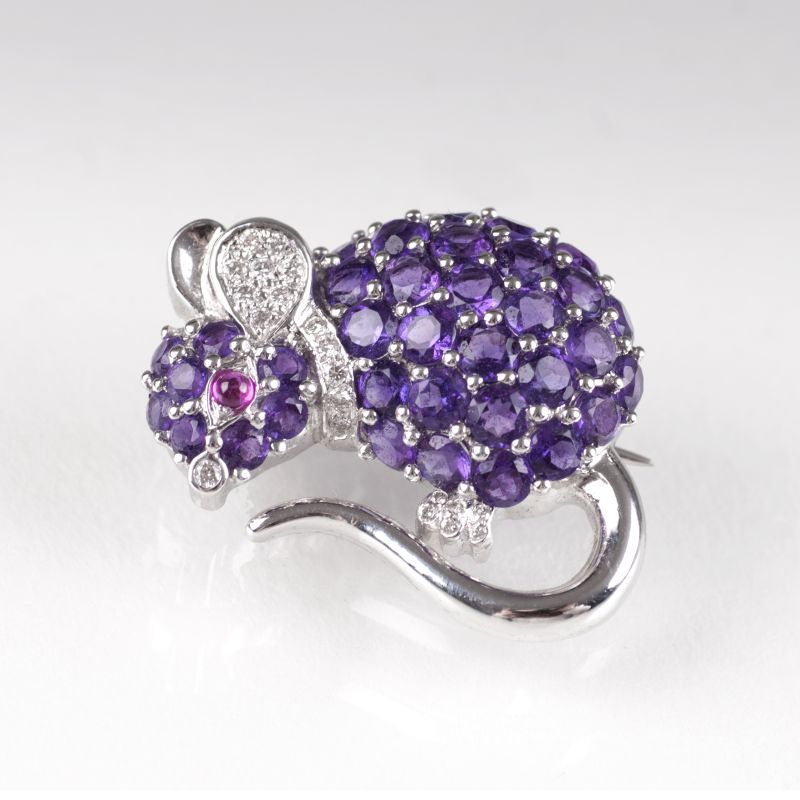 A small amethyst diamond brooch 'Mouse'