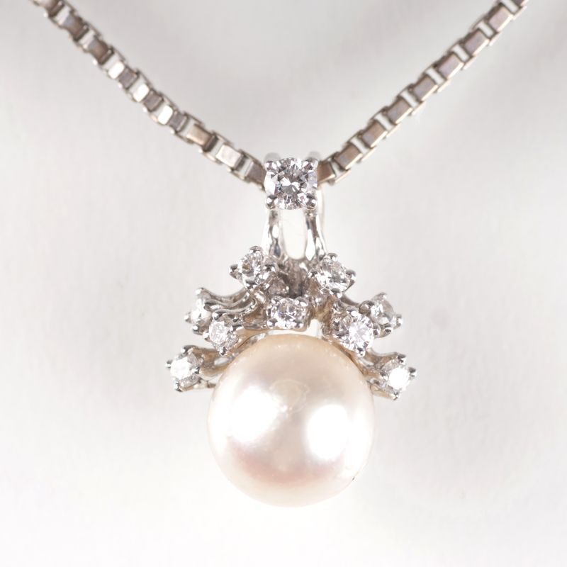 A pearl diamond pendant with necklace