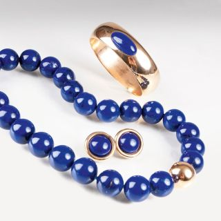 A lapis lazuli jewellery set with necklace, earrings and bangle braelet