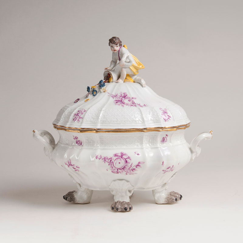 A magnificent tureen on lion's paws