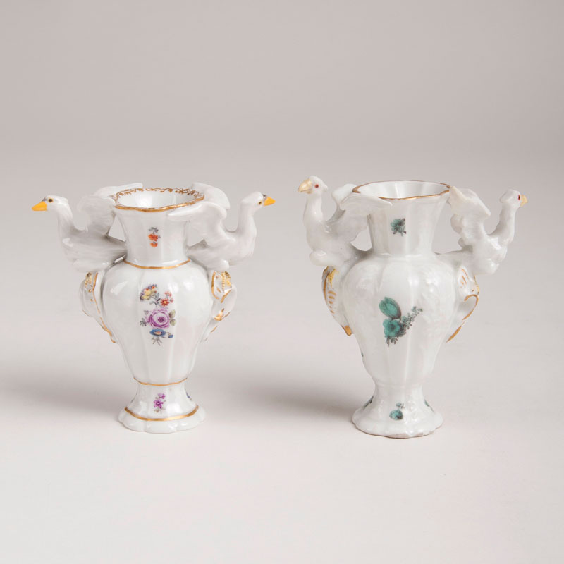 2 miniature vases with eagle motif