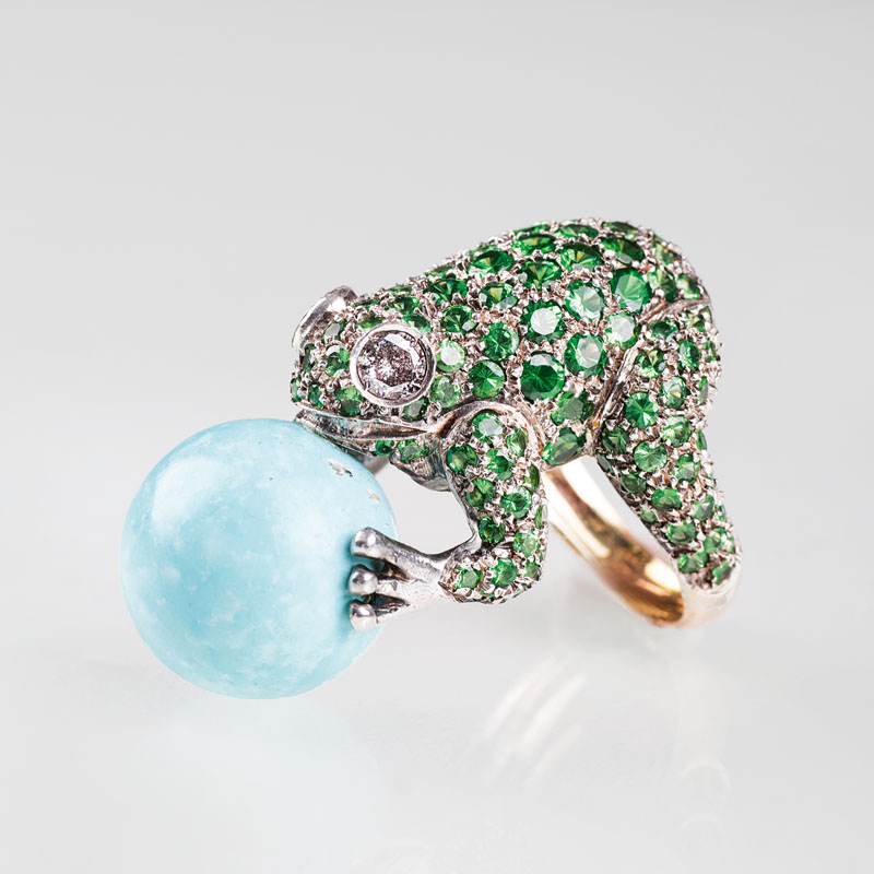 A tsavorith diamond ring 'Frog with turquoise ball'