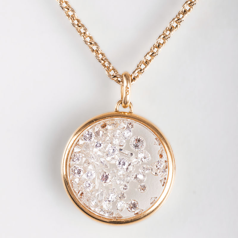 A pendant with loose diamonds