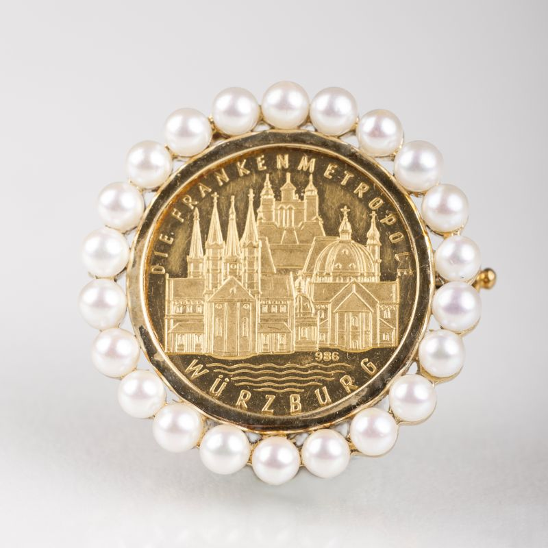 A small brooch with Würzburg medal and seedpearls