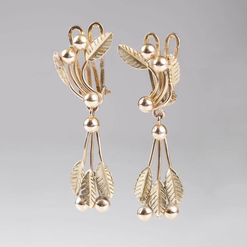 A pair of gold earpendants