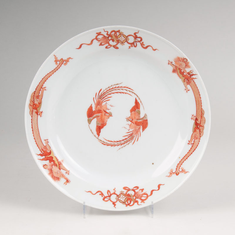 An early plate with Red-Dragon-Decor and Inventory Number of theJapanese Palace
