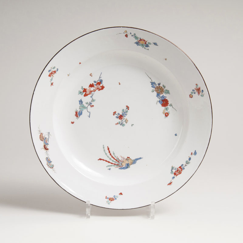 A platter with peony and chrysanthemum decor and phenix in kakiemon style