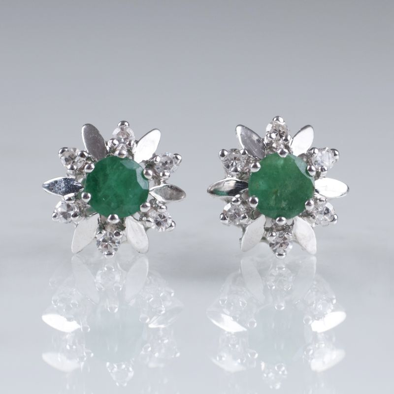 A pair of Vintage emerald diamond earstuds