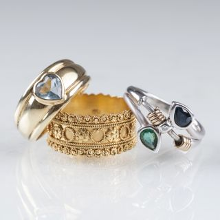 Three gold rings with sapphire, emerald or aquamarine