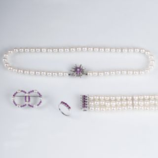 A pearl ruby jewellery set with necklace, bracelet, ring and brooch
