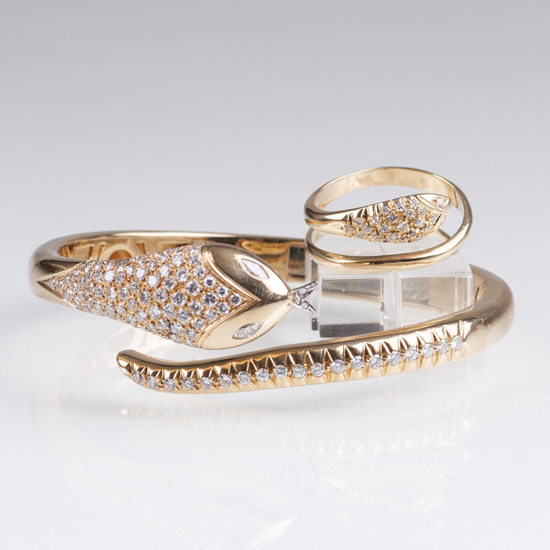 A diamond bangle bracelet with matching ring 'Snake'