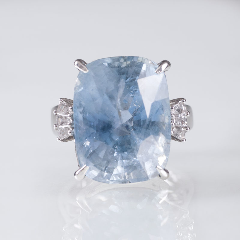 A ring with highcarat natural sapphire and with diamonds