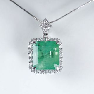 An extraordinary Colombian emerald diamond pendant with necklace