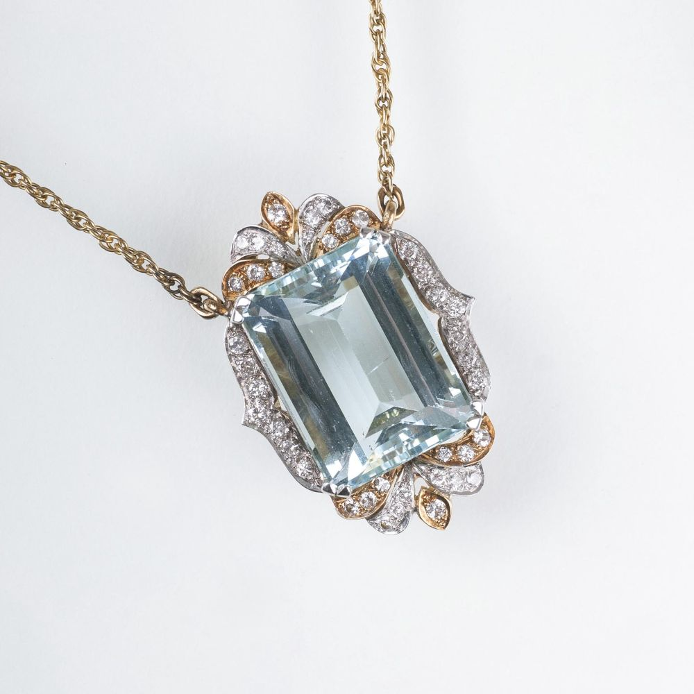 An Aquamarine Diamond Pendant with Necklace