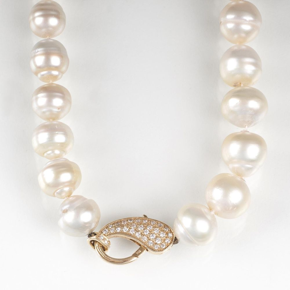 A Southsea Pearl Necklace with Diamond Clasp