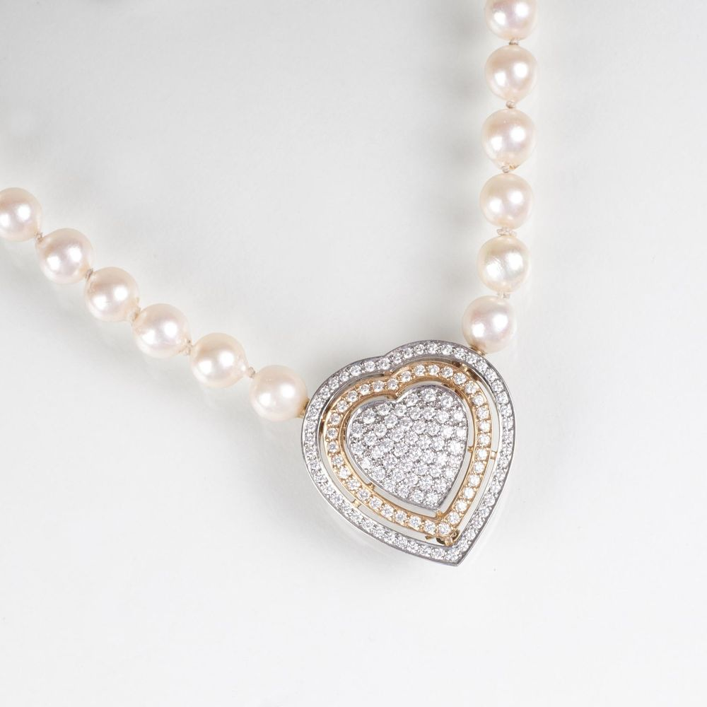 A Pearl Necklace with heart shaped Diamond Clasp