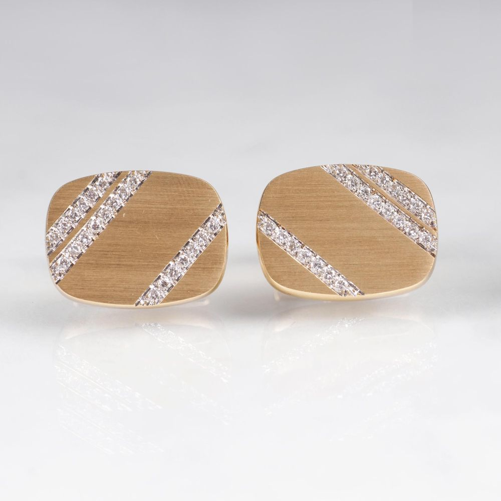 A Pair of very fine Gold Cufflinks with Diamonds