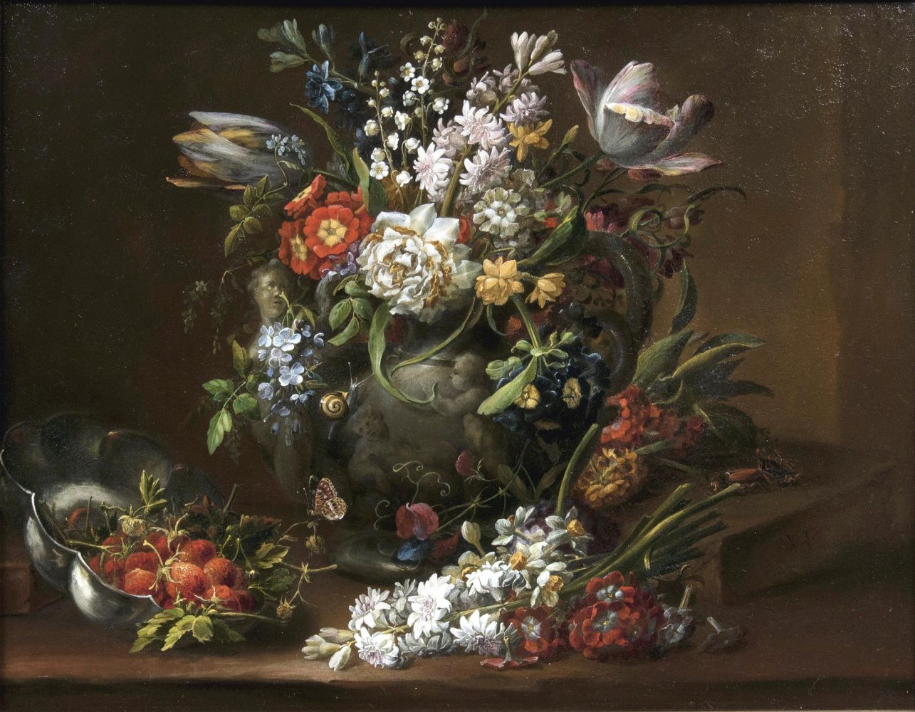 Üppiges Bouquet in einer Schlangenhenkelvase