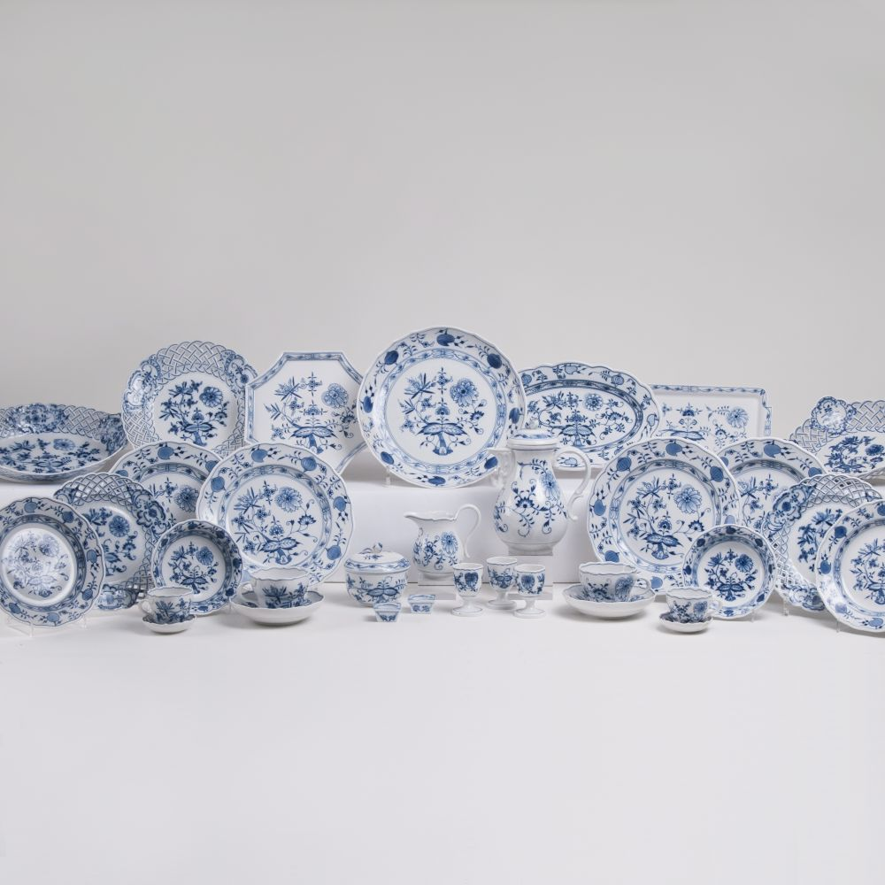 A Mixed Porcelain Set of Onion Pattern