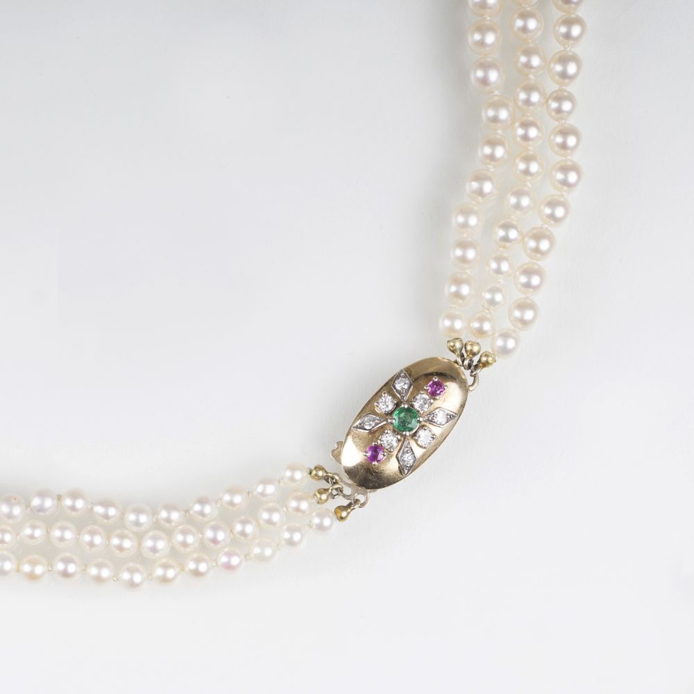 A Pearl Necklace with Precious Stone Clasp