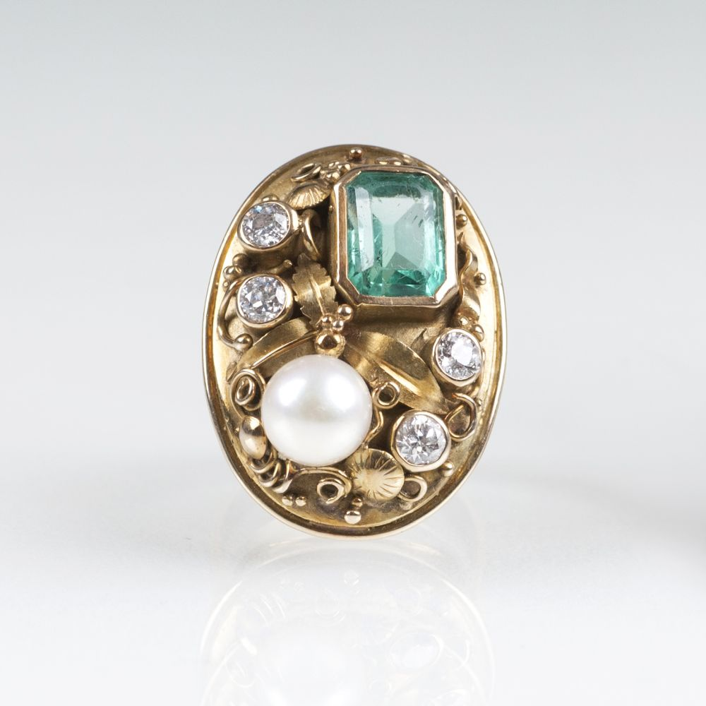 A Vintage Gold Ring with Emerald, Diamond and Pearl