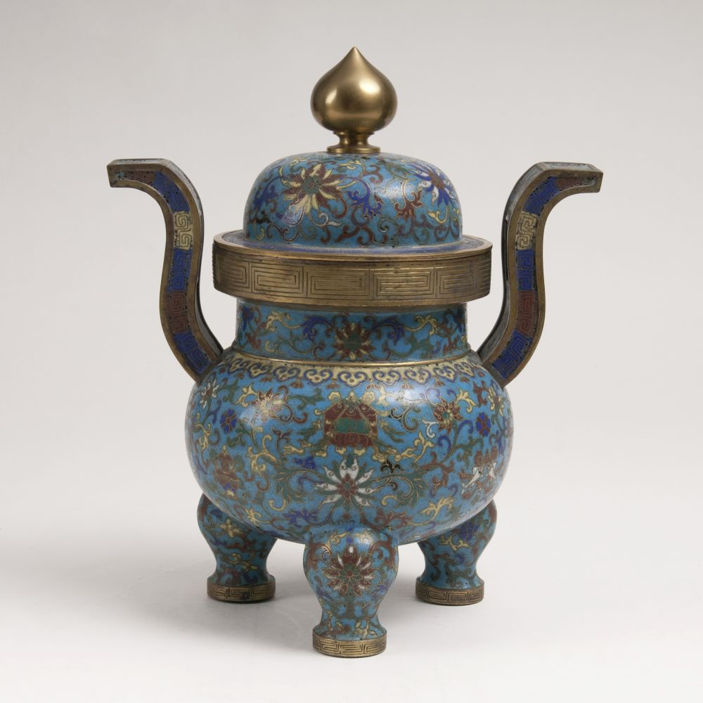 A Tripod Vessel with Cover and Decor 'Eight Buddhist Symbols'