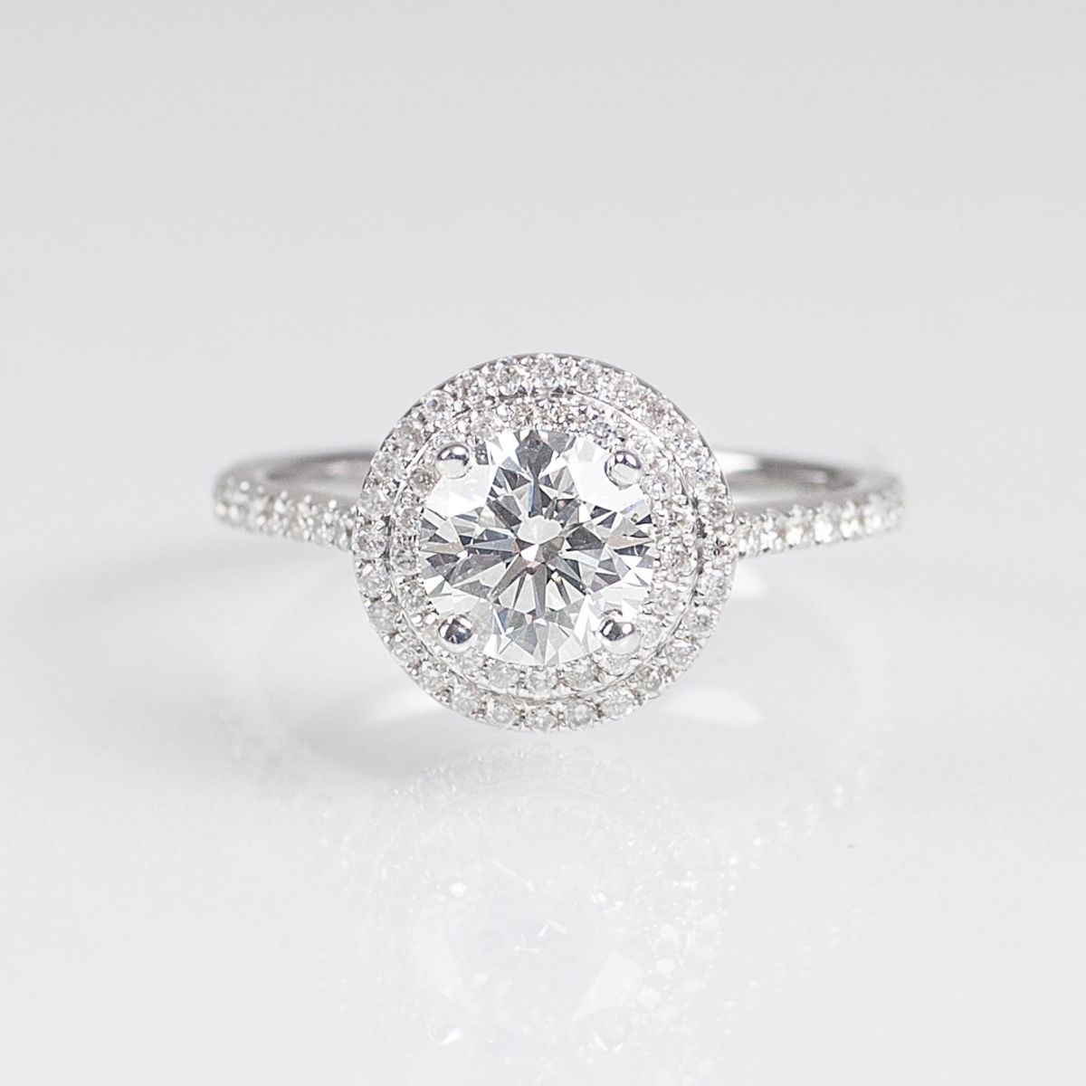 A Classical Solitaire Diamond Ring