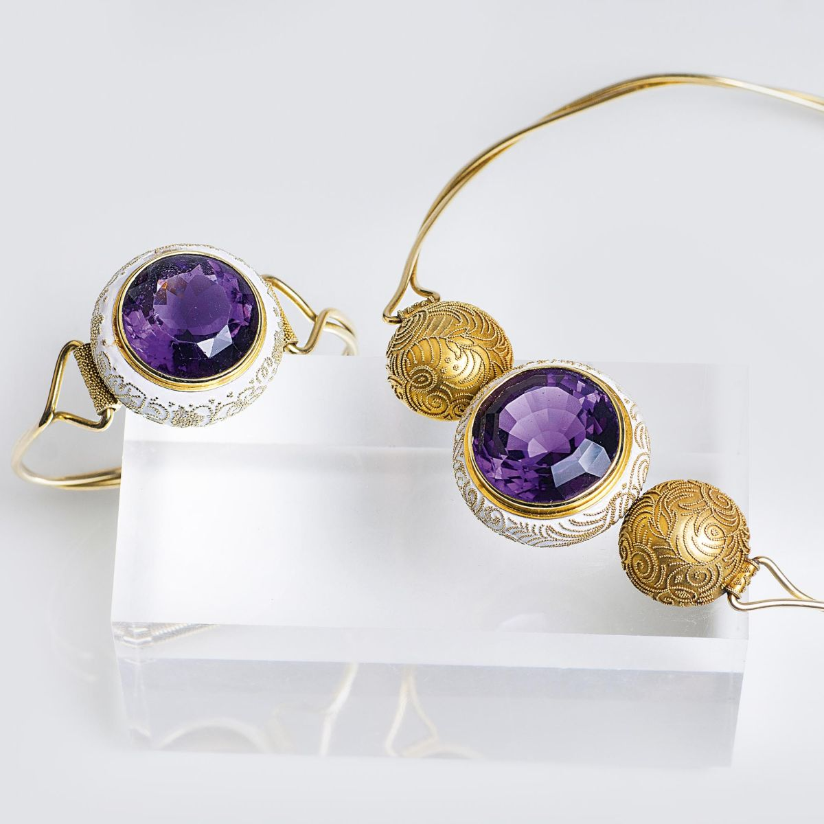 A Vintage Amethyst Gold Necklace and Bangle Bracelet with Filigree Ornaments