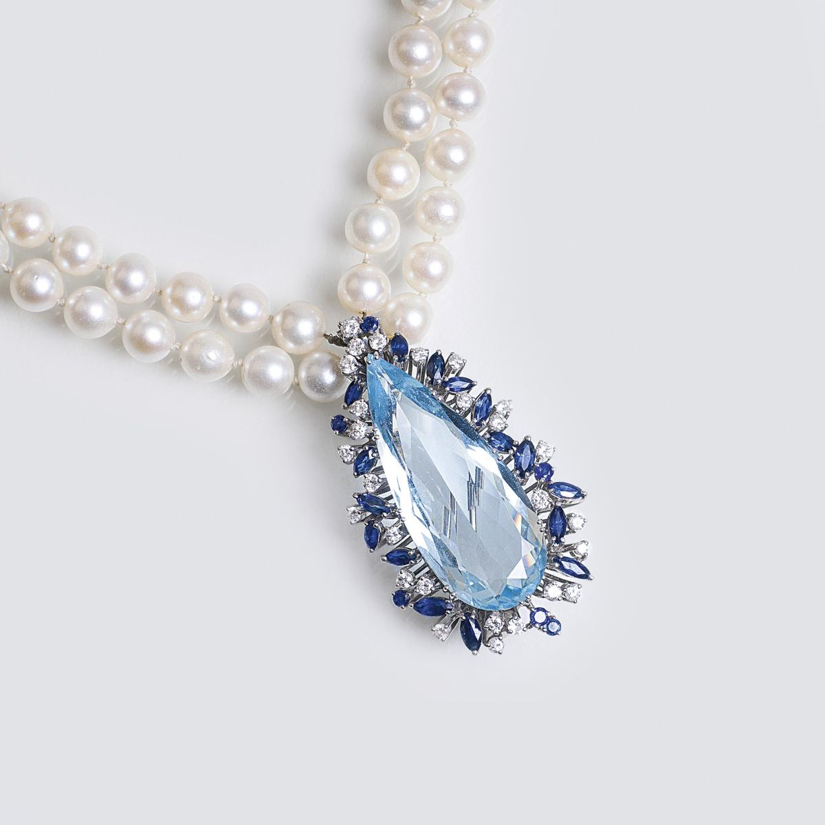 An Aquamarine Sapphire Clip Pendant with Diamonds on Pearl Necklace