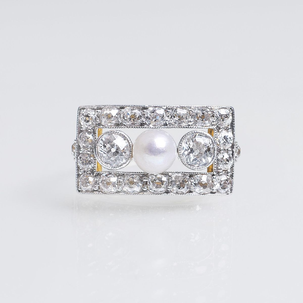 An Art-déco Ring with Old Cut Diamonds and Pearl