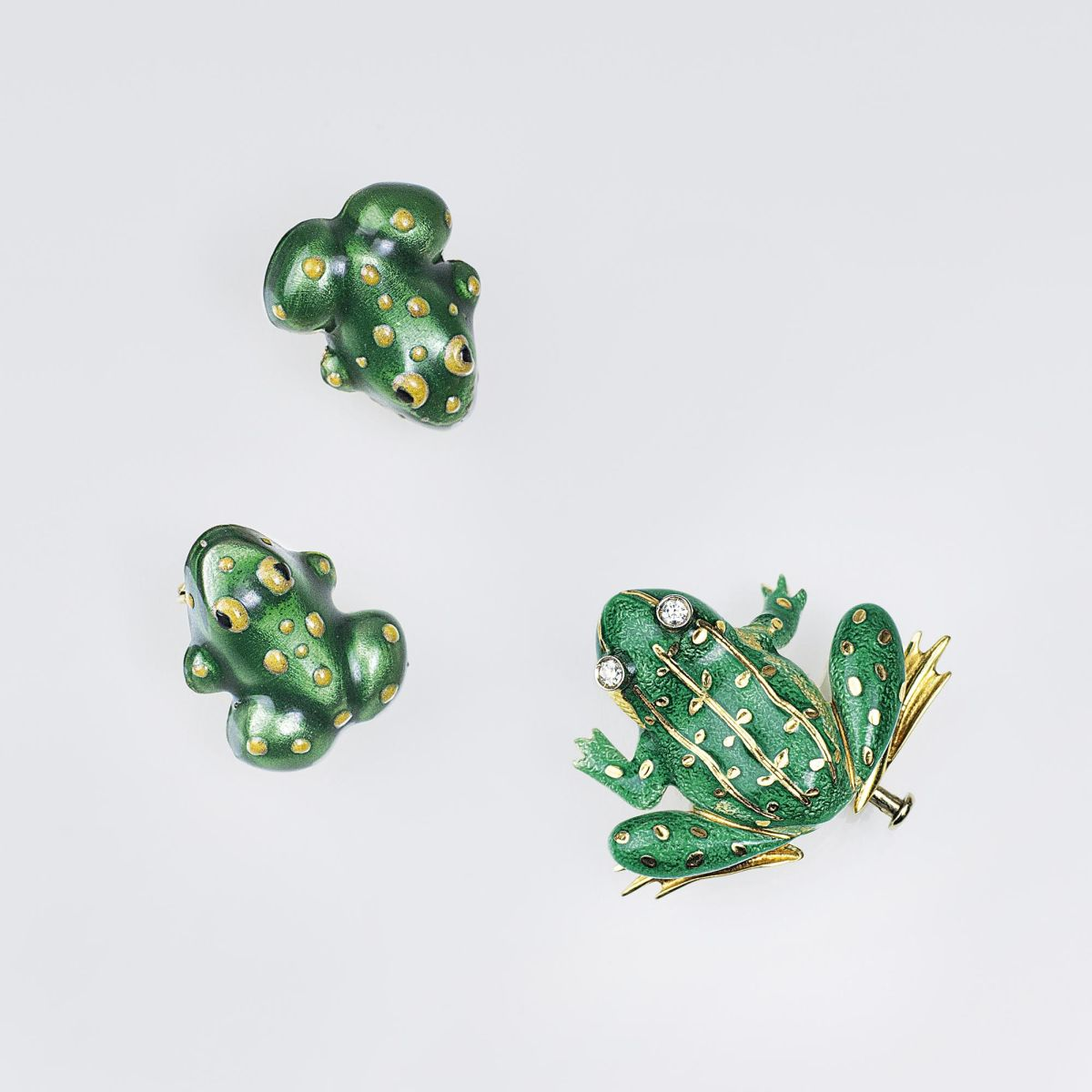 A Vintage Jewelry Set with Enamel Ornaments 'Frogs'