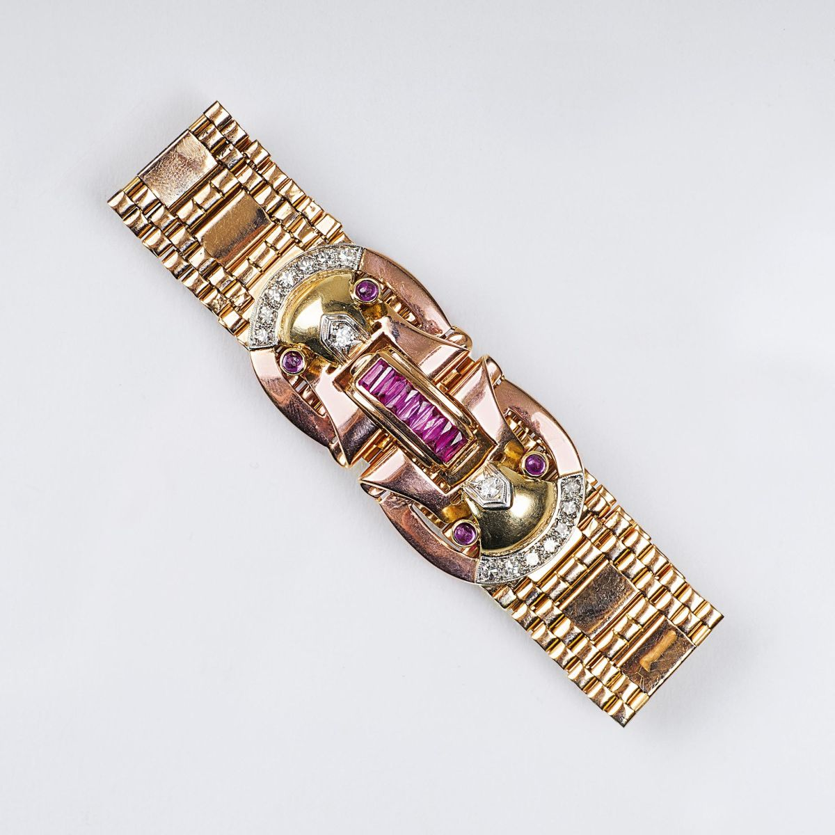 A Gold Bracelet in Art-déco Design