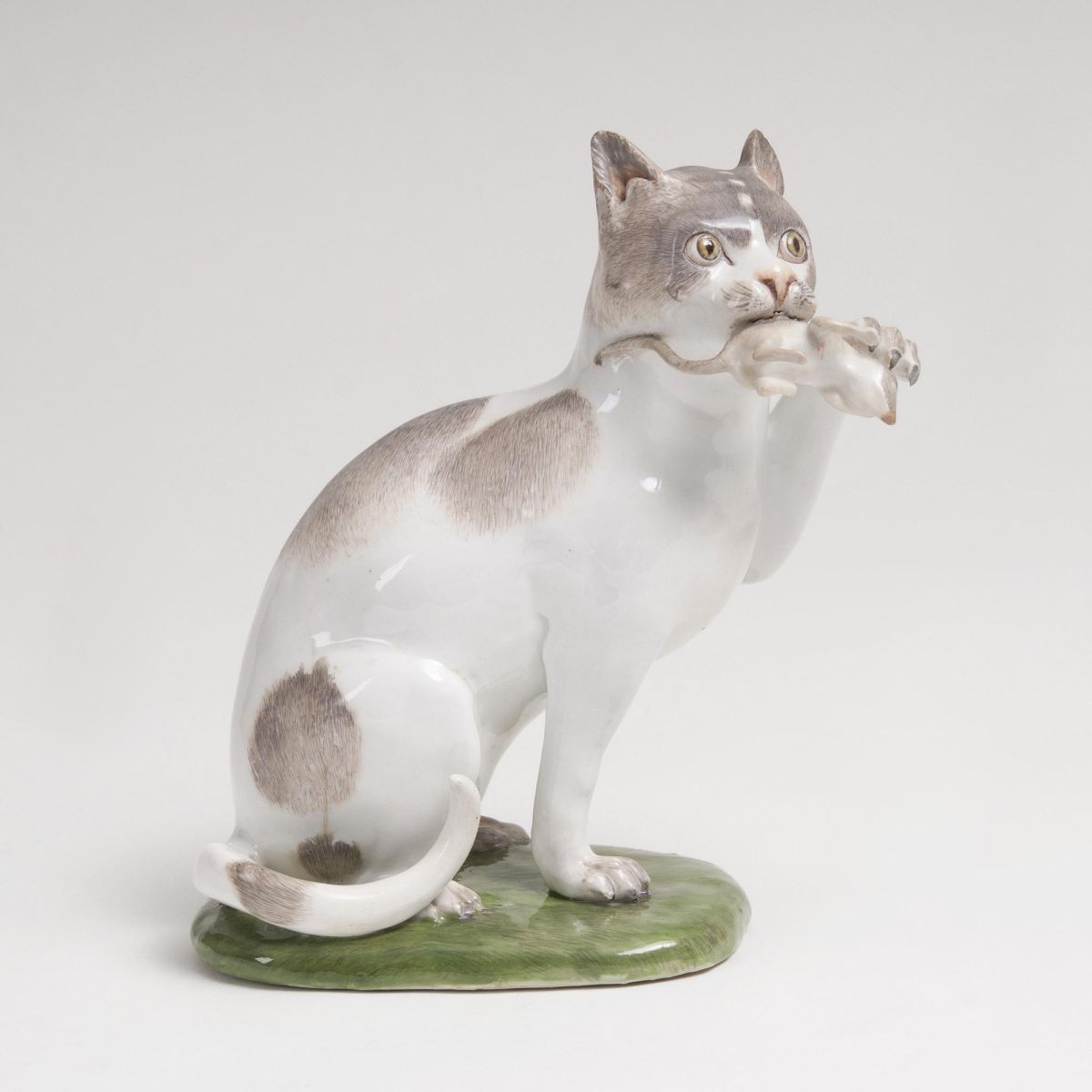 A rare Animal Figure 'Large Cat with Mouse'