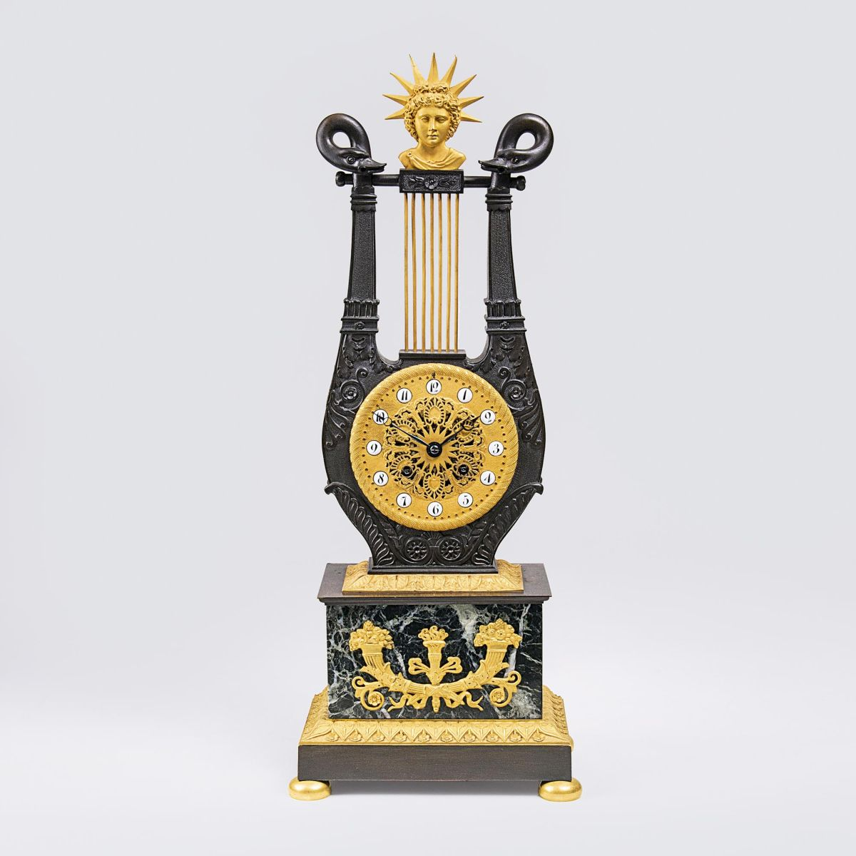 Klassizistische Empire Pendule in Lyraform 'Apoll'