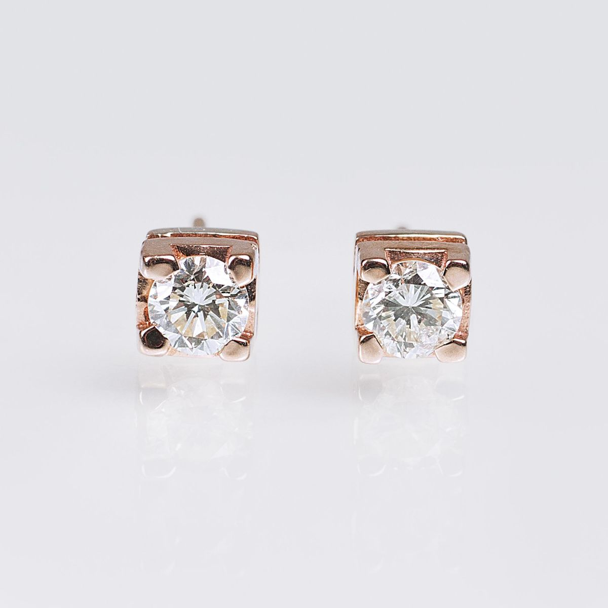 A Pair of Solitaire Diamond Earstuds