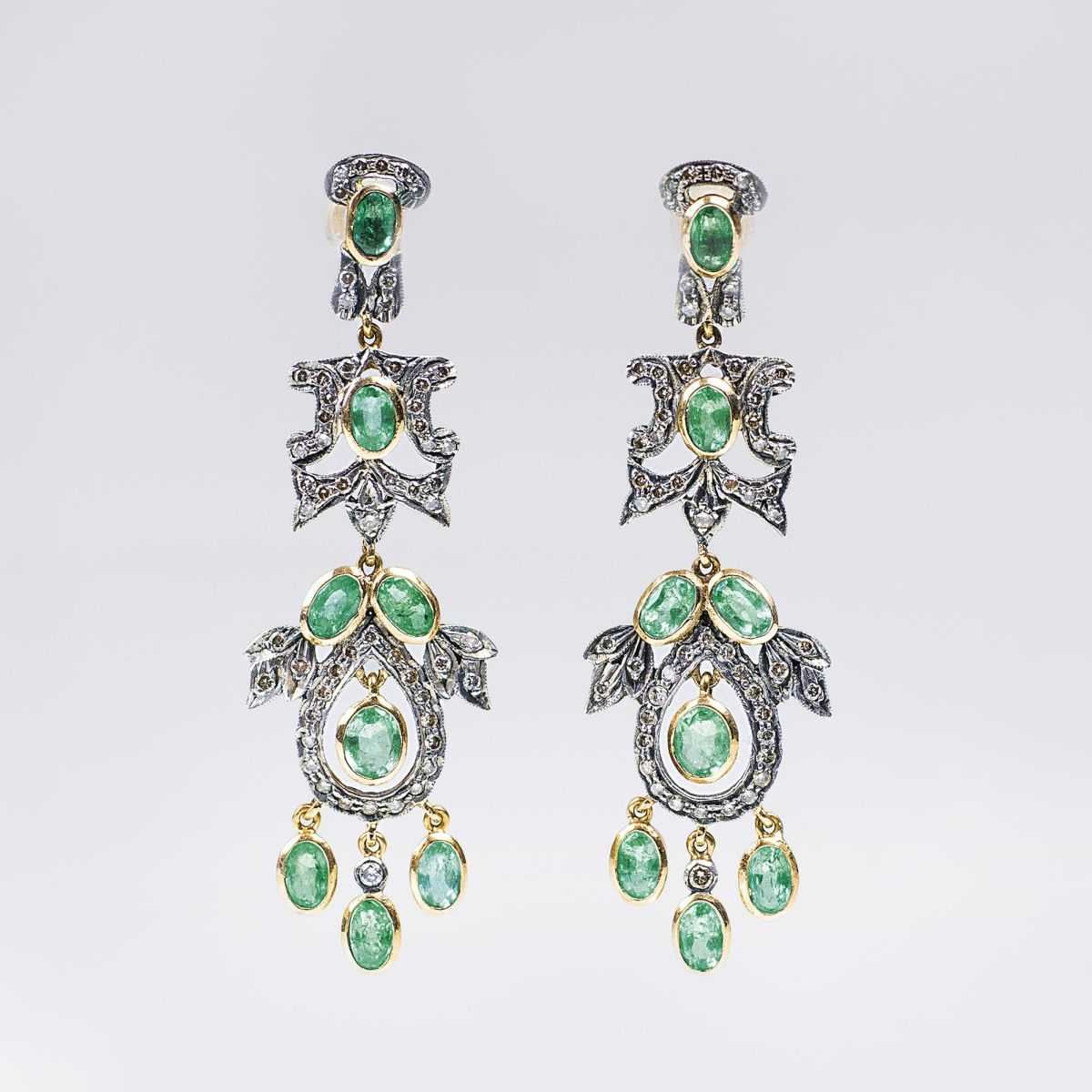 A Pair of Emerald Diamond Earpendants in Belle-Epoque Style