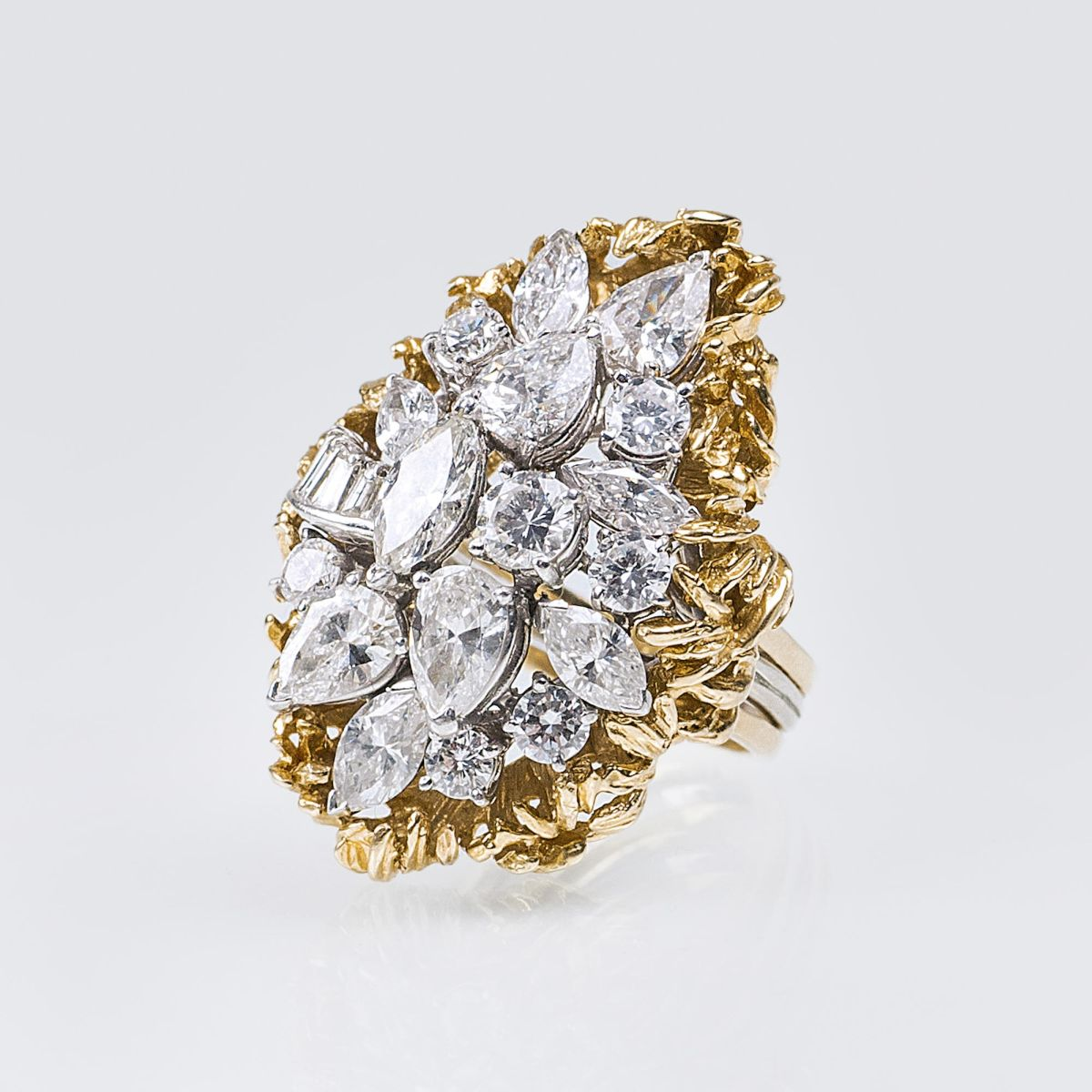 An extraordinary highcarat Vintage Diamond Ring