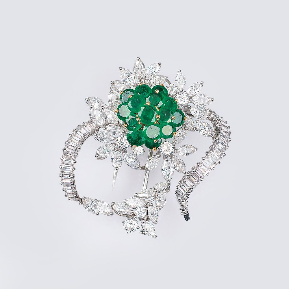 A highcarat Vintage Flower Brooch with Emeralds and Diamond