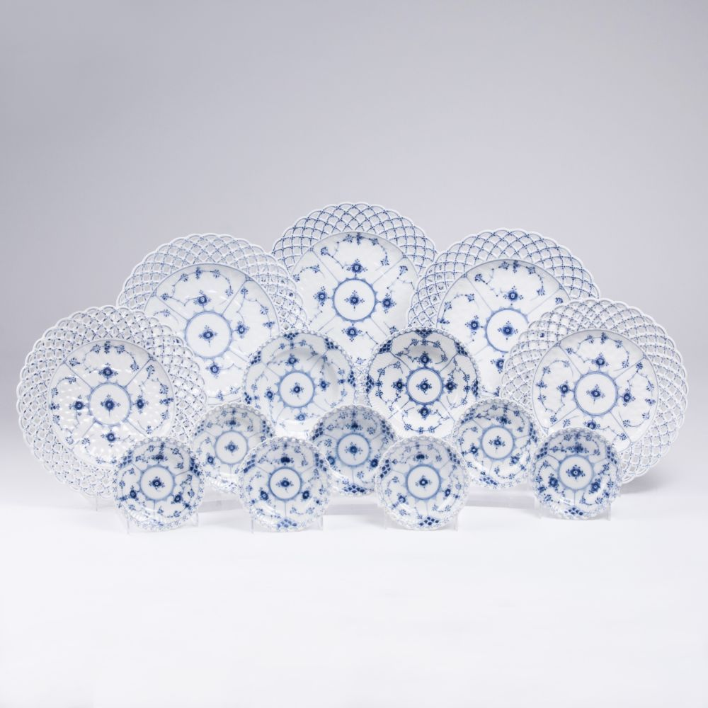 A Royal Copenhagen Set 'Musselmalet Full Lace' of 18 Plates