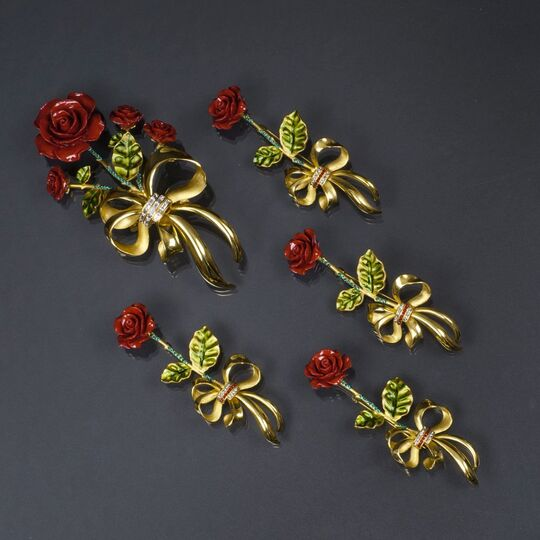 A Set of 5 Jewellery Pieces 'Roses'