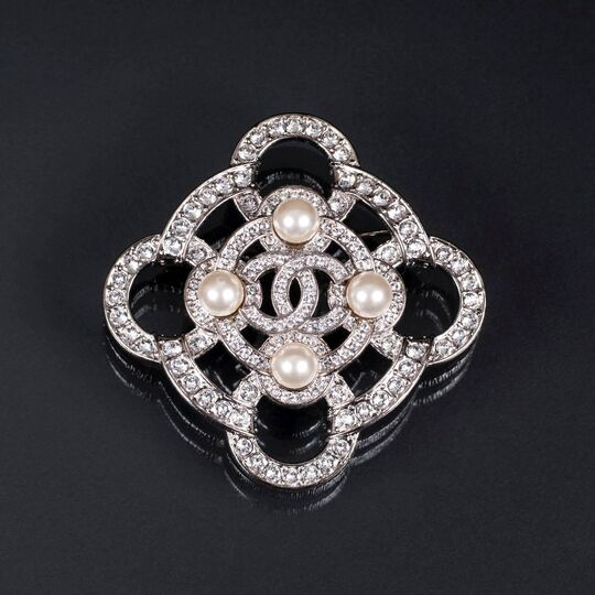 A Strass Faux Pearl CC Brooch
