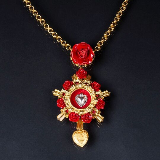 A Devotion Necklace with heart and rose ornament 'Good Luck'